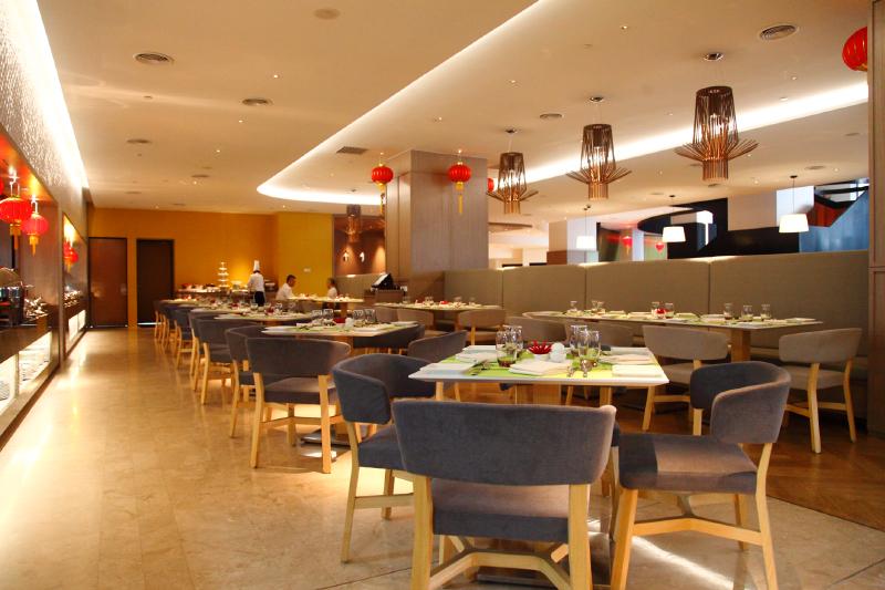 WEIL-Hotel-Tiffin-Restaurant