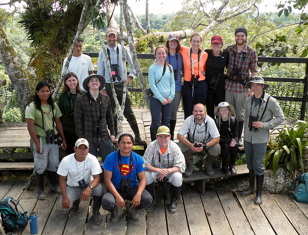 VT Ecuador students, faculty and guides