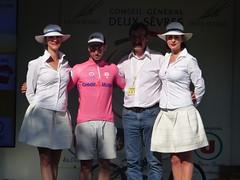 Aurélien Daniel reçoit le maillot rose Crédit Mutuel de la Combativité