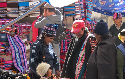 Tarabuco: le marché dominical et ses chapeaux traditionnels en laine.