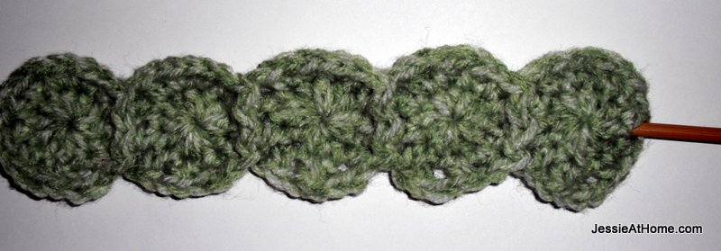 Free-crochet-dotted-headband-all-5-dots-start-boarder-on-end