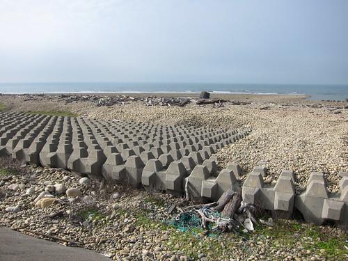 西部海岸堆滿消波塊
