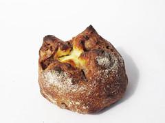 イチジクの赤ワインのにこみとクリームチーズのクルミパン (スーリープー)