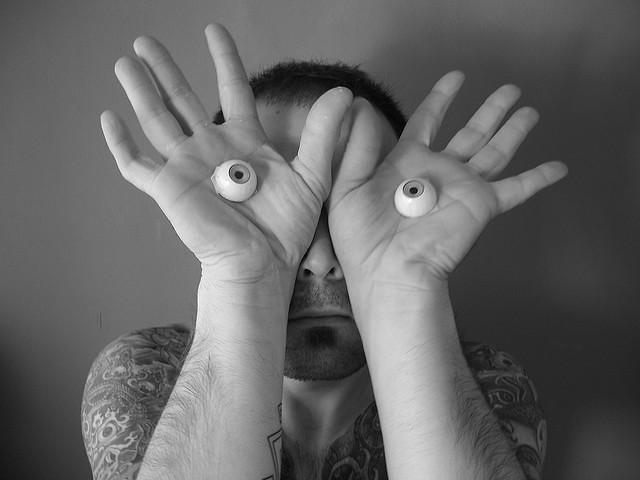 肢體語言信心指數測試:你的動作透露什麼訊息?