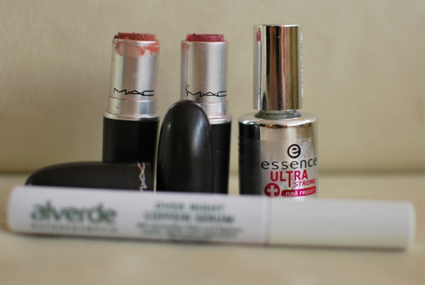 MAC Lipstick Hug Me | Syrup | essence ultra strong nail repair | alverde coffein serum
