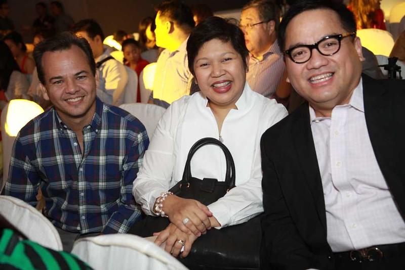 IMG_3798 Ayala Malls' Javier Hernandez and Rowena Tomeldan with CJ Jesena