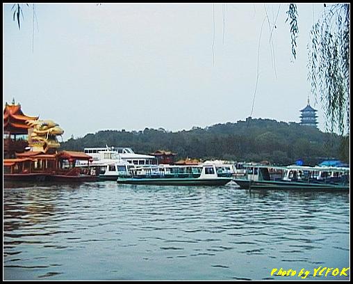 杭州 西湖 (其他景點) - 304 (在西湖十景之 蘇堤 蘇堤花港觀魚的結束點旁看雷峰塔)
