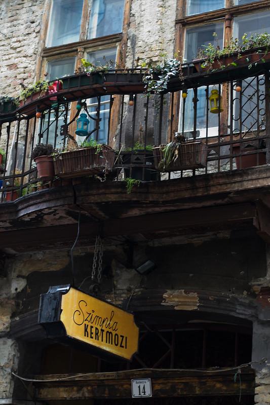 The Szimpla Kert Farmer's Market in Budapest #SundayTraveler