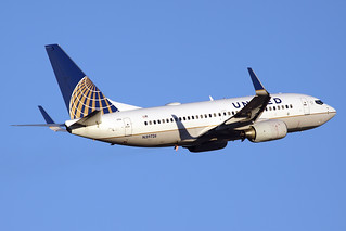 United Airlines Boeing 737-724 N39726