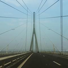 C'est pas le Golden Gate ni le Sunshine Skyway mais il a de la gueule quand même. #bridge #Normandie