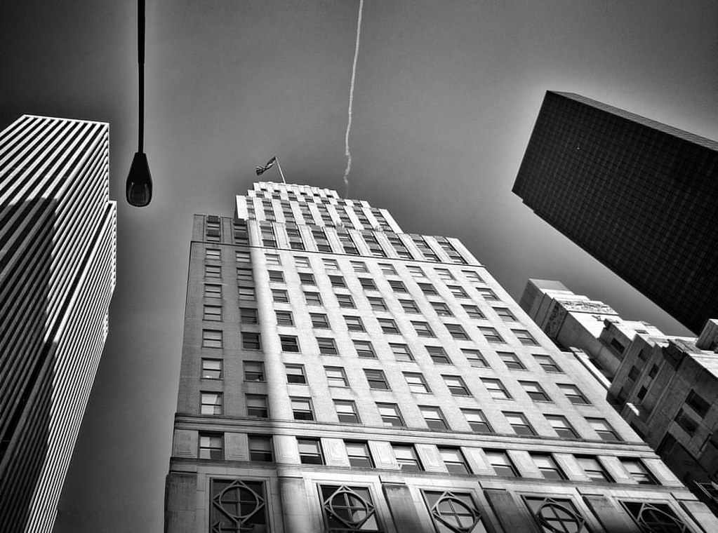 Looking up in NY  #Newyork #nyc #newyorkcity #manhattan #Photo #Photography #Travel #travelgram #trip #iloveny #ilovenyc #newyorkphoto #instacool #instanewyork #mynyc #bigapple #Architecture #archilovers #thebigapple #igers #newyorknewyork #narcitynewyork