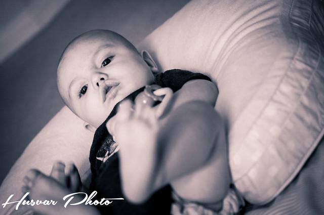 comfort & harmony mombo nursing pillow review husvar_photo neil_husvar
