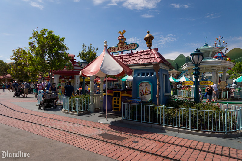 Jolly Trolley / Mickey's Toon Town