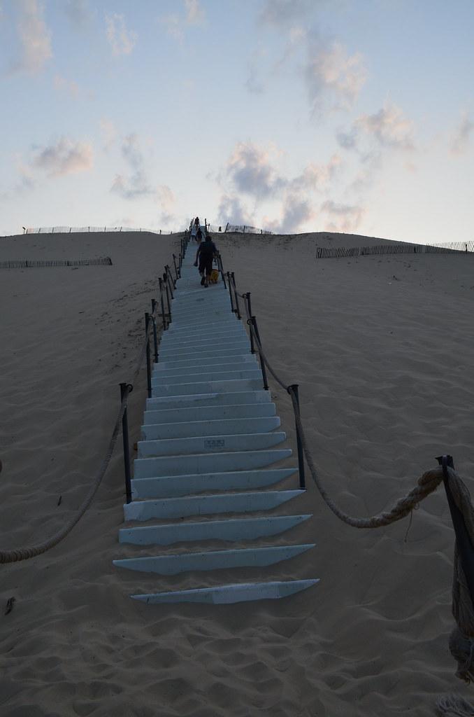 france_dune_du_pyla_duneofpilat_stairs_climb