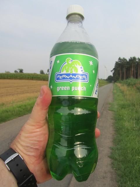 Experimentelle Getränke aus den Niederlanden. Habe mich dreimal versichert, das ich im Gang mit den Getränken bin und nicht bei den Haushaltsreinigern. Könnte auch Lampenöl sein. Ich habs jedenfalls getrunken und muss jetzt irgendwelche Superkräfte haben.