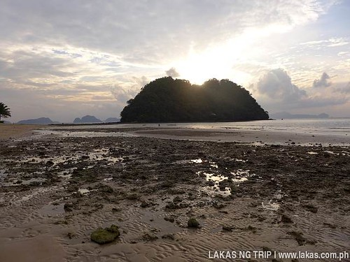 Nearing the sandbar to the island at Maremegmeg Beach in El Nido, Palawan, Philippines