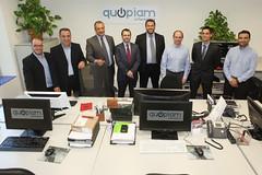 Els socis impulsors de Quopiam i la resta de treballadors de l'empresa. Crèdit: Miquel Rovira.