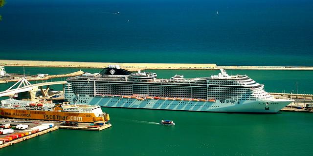 Barcelona Kreuzfahrt-Hafenterminal: öffentliche Verkehrsmittel für Touristen, Einrichtungen am Quai