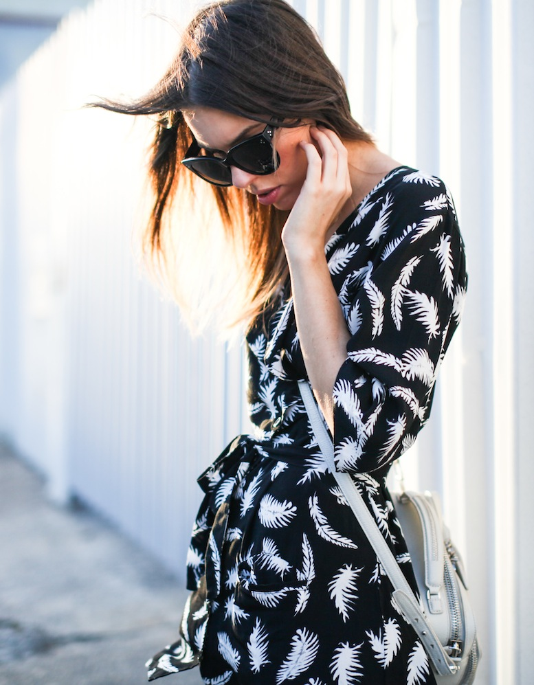 modern legacy fashion blog ebony eve palm print dress street style inspo details celine monochrome trend (4 of 5)