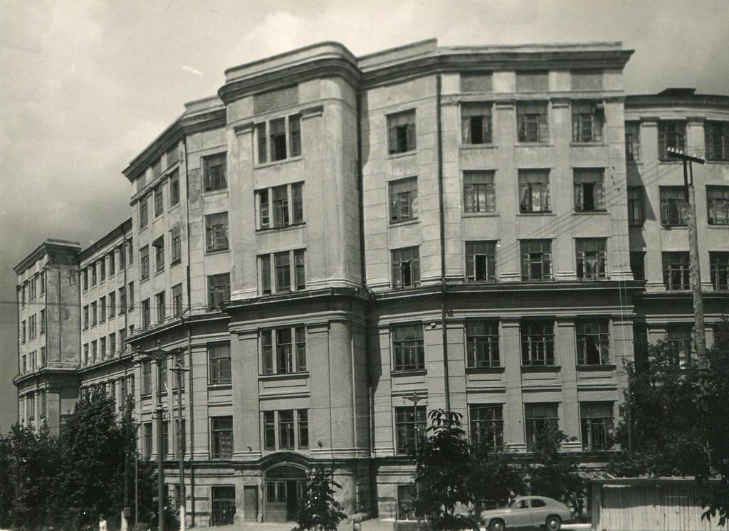 67_Инженерно-Строительный институт на углу Молодогвардейской и Ульяновской