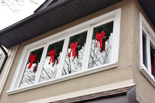 christmas-wreaths-window