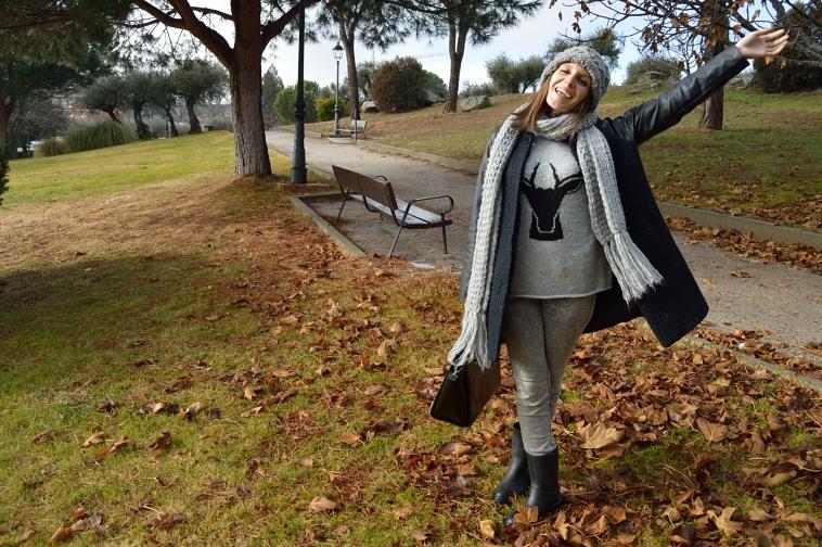 lara-vazquez-madlula-streetstyle-fashion-blog-happiness-grey-tones-beani-scarf