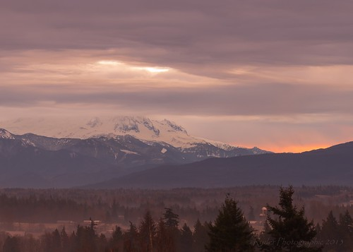 christmas morning sunrise landscape washington nikon cascades washingtonstate ferndale mtbaker cascademountains morningglow whatcomcounty d610