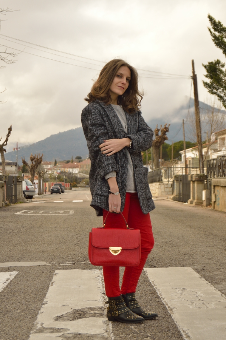 lara-vazquez-madlula-fashion-blog-red-grey-black-outfit-details-look-winter-studed-booties