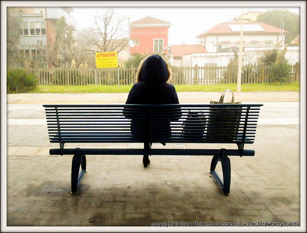 In attesa alla stazione di Viserba di Rimini