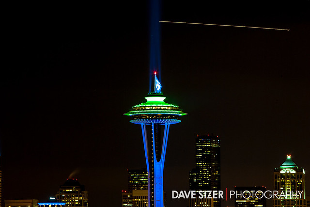 seattle space needle lit up in seahawks colors explore dav flickr photo sharing. Black Bedroom Furniture Sets. Home Design Ideas