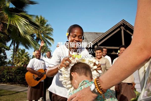 斐济沃莫岛度假酒店(Vomo Island Resort)客人到达欢迎仪式