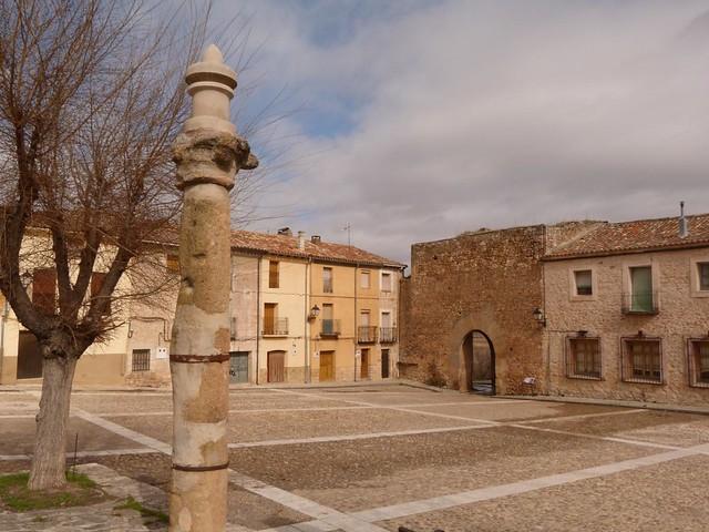 Plaza mayor de Palazuelos (Guadalajara)