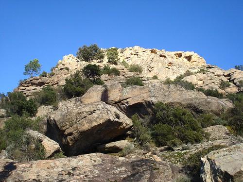 La face SW en bas de la descente depuis le socle de Punta di u Castellacciu