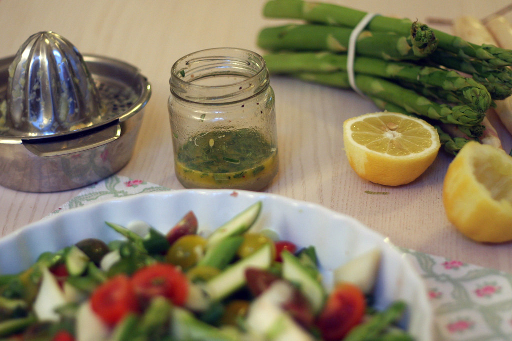 zwergenprinzessin kocht: spargelsalat mit zitronen-rosmarin-vinaigrette