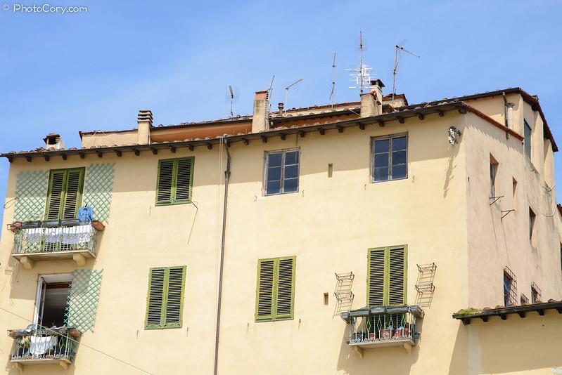 building amfiteatro square Lucca