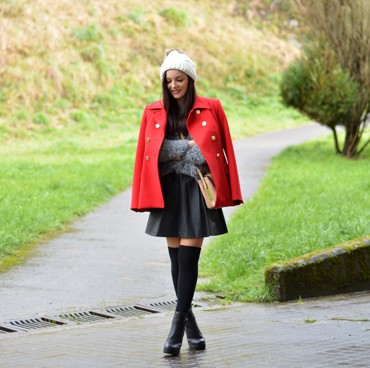 zara_beanie_ootd_red-coat_sheinside_botines_falda-cuero_01