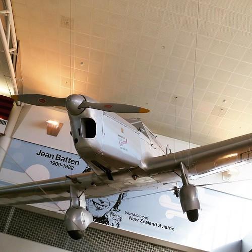 オークランド空港、飛行機が展示してあった。