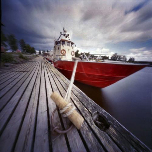 sea sky water boat quay pinhole estenopeica stenope neulanreikä