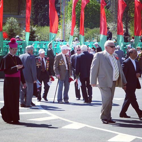 Представители католической церкви пришлись пешком, а епископа РПЦ увезли на белом BMW