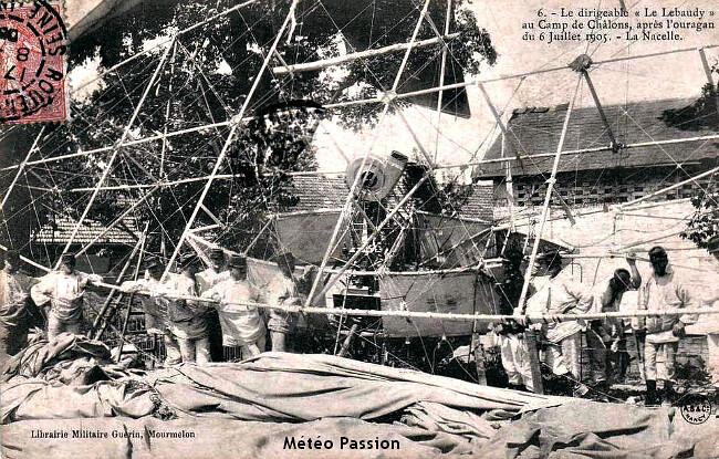 """carcasse du dirigeable """"Le Lebaudy"""" au camps de Châlons après l'orage du 6 juillet 1905 météopassion"""