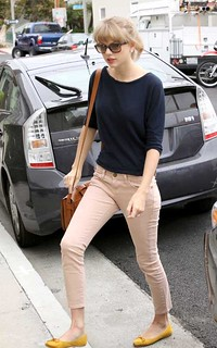 Taylor Swift Beige Jeans Celebrity Style Women's Fashion