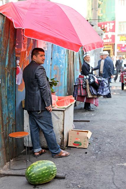 Off street in market area, Urumqi ウルムチ、バザール路地のスイカ屋台