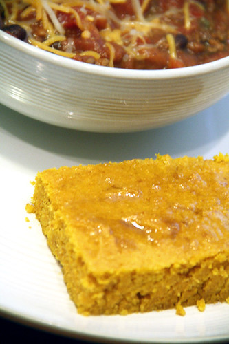 Chili-and-cornbread