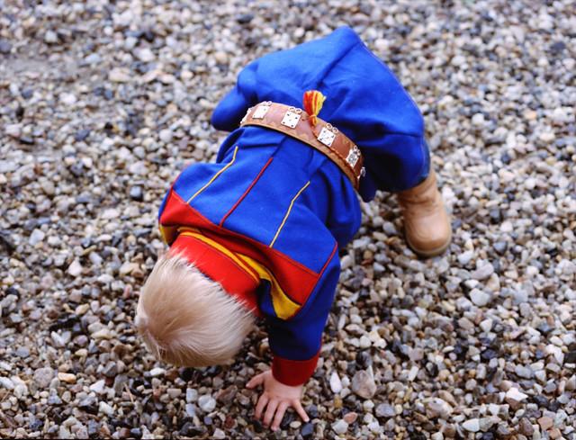 Liten gutt i Karasjok kofte. Little boy in Sami Gakti from Karasjok, Norway.