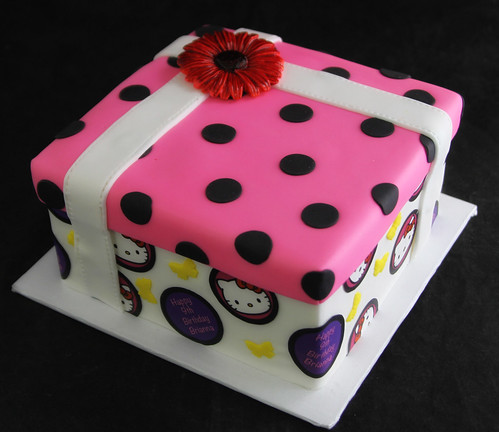 Hello Kitty Gift Wrap Cake
