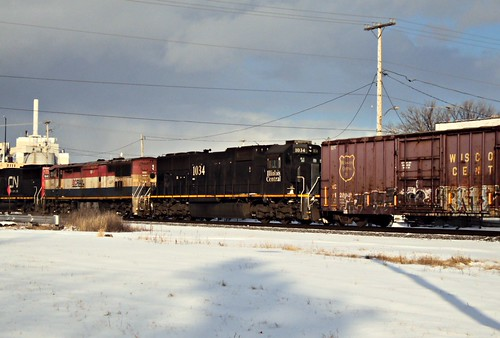 cn ic locomotive canadiannational freighttrain emd illinoiscentral neenah sd70 a449 swtiching neenahyard