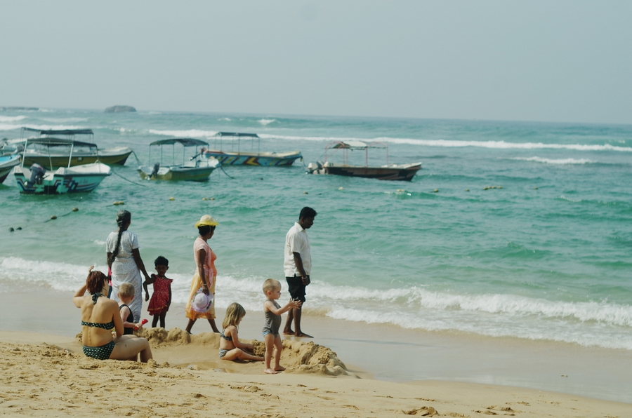 beach in hikkaduwa