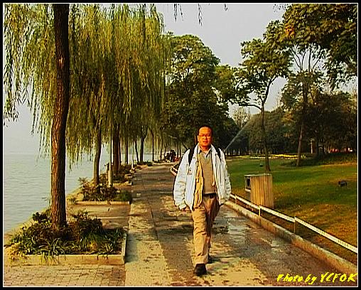 杭州 西湖 (其他景點) - 519 (西湖十景之 柳浪聞鶯 在這裡準備觀看 西湖十景的雷峰夕照 (雷峰塔日落景致)