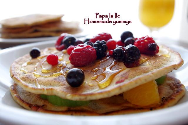 Pancakes cu ciocolata si fructe (10)