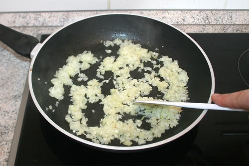 30 - Zwiebel & Knoblauch andünsten / Braise onion & garlic lightly